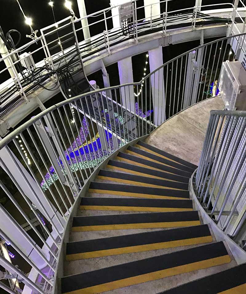 きれいな螺旋階段やー