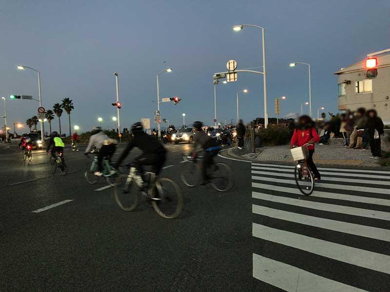 自転車組も江ノ島周辺に集まってきました
