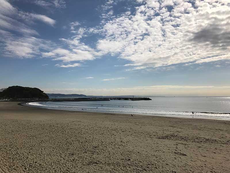 穏やかな腰越海岸