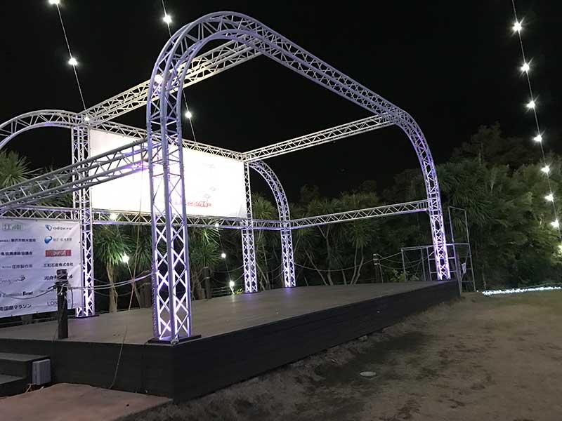 シーキャンドルふもとの特設ステージ