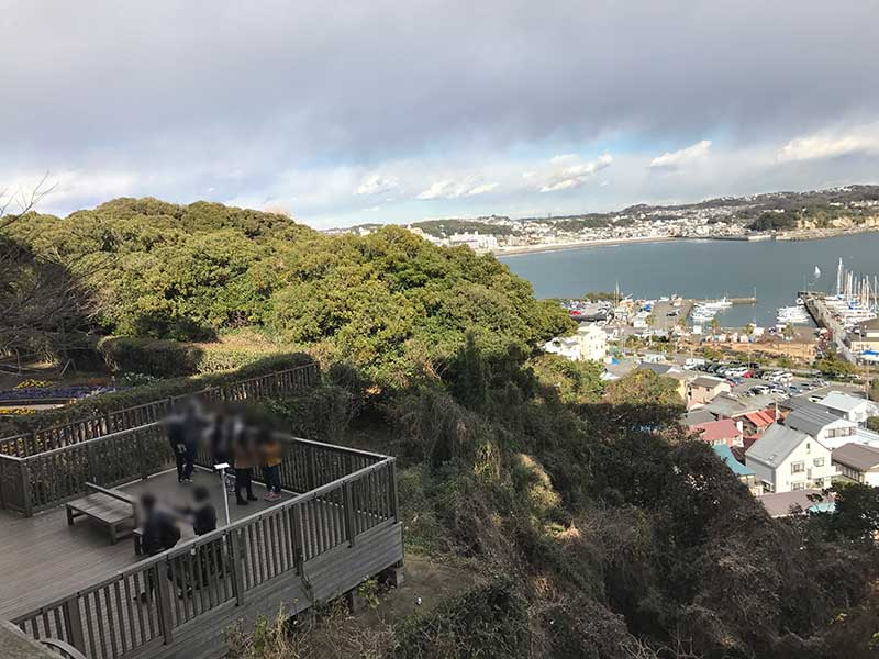 丘の中腹からの眺望