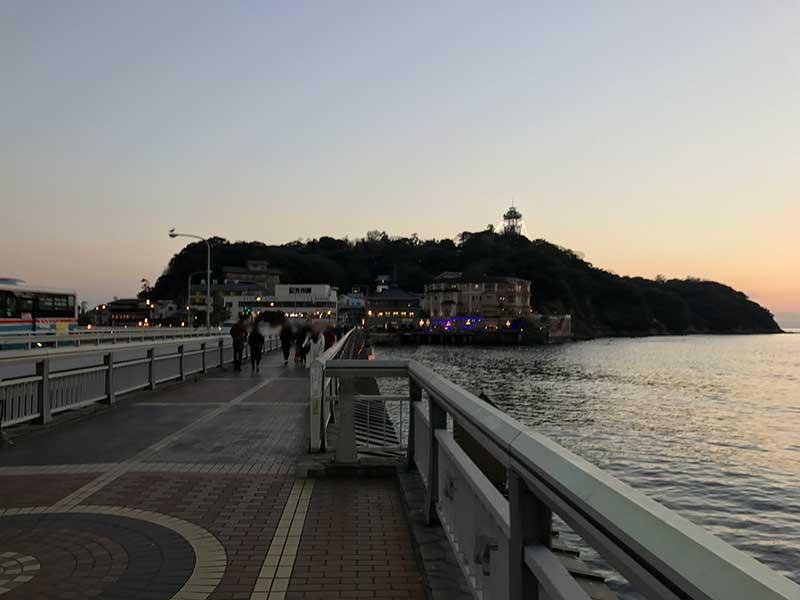 夕暮れ時に江ノ島へ