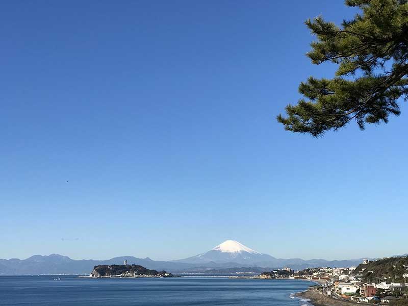 稲村ヶ崎公園から見た江ノ島と富士山の2ショット