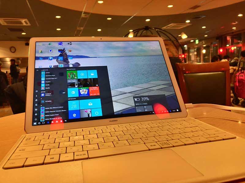 大きめのノートパソコンも余裕で置けます