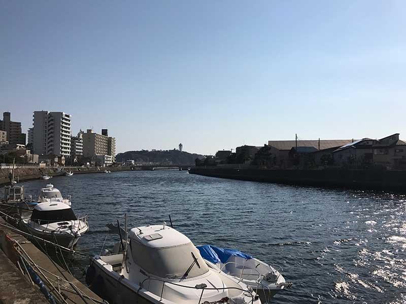 江ノ島へ流れる境川