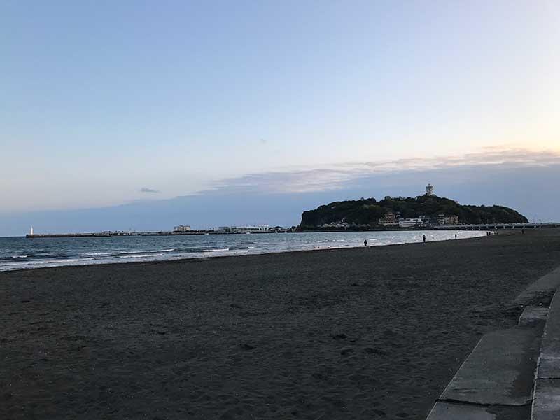 夕暮れ前のおだやかな海