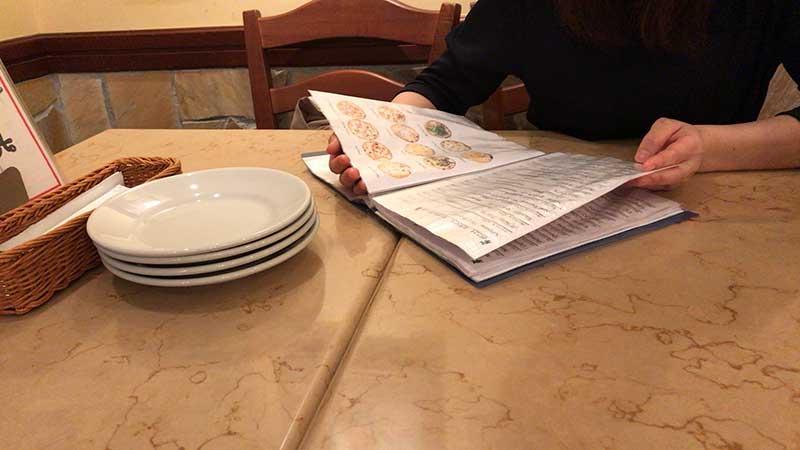 ゆったりとしたテーブル席