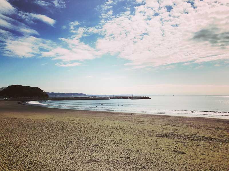 目の前の腰越海岸