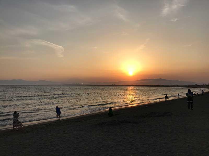 夕暮れ時の片瀬海岸西浜