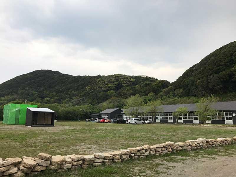 校舎側は見渡す限りの山々