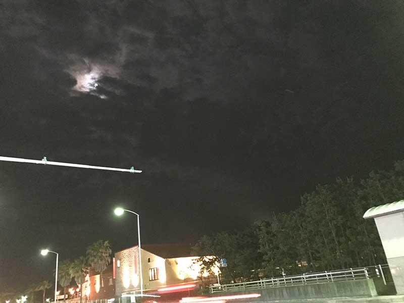 曇りで満月見えないかな?