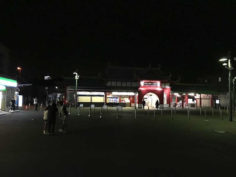 夜の片瀬江ノ島駅