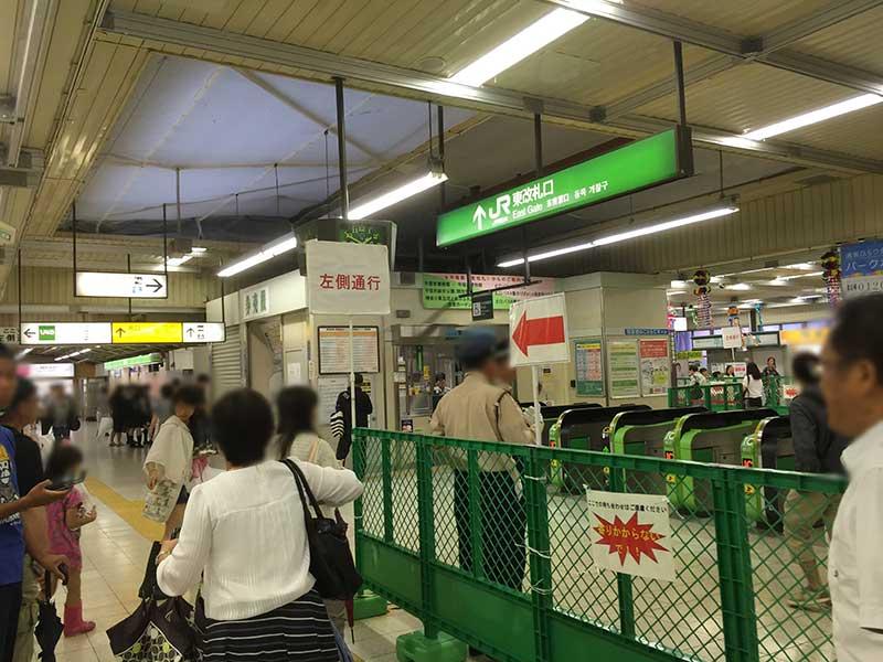 駅構内は夜は規制がかかるぐらい混雑