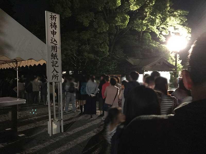 柳原神池の入口は人でいっぱい!