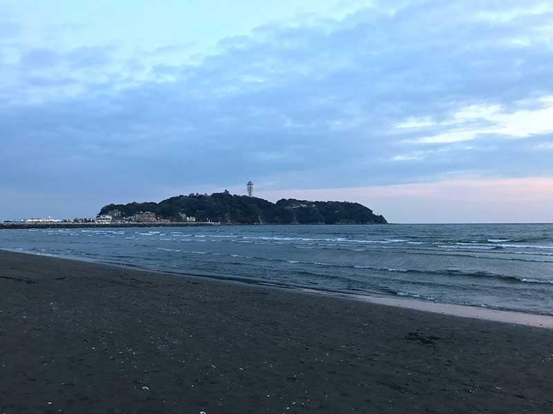 初夏の過ごしやすい片瀬海岸西浜