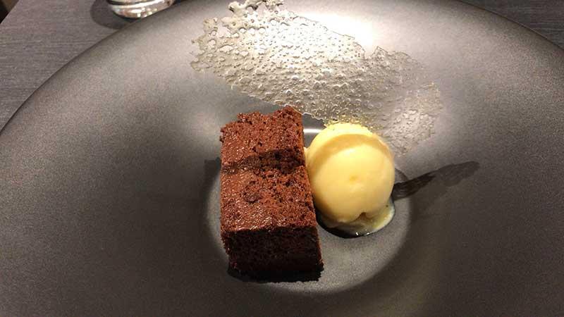 小麦粉不使用の濃厚チョコレートケーキ