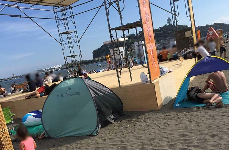 プライベートなビーチテントだらけ