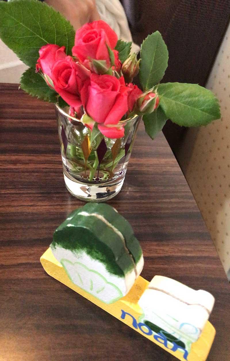 テーブルに綺麗な花