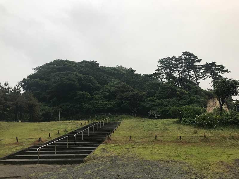 雨の日の稲村ガ崎海浜公園
