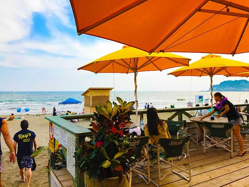 海辺のデッキは空と海が一望できる特等席