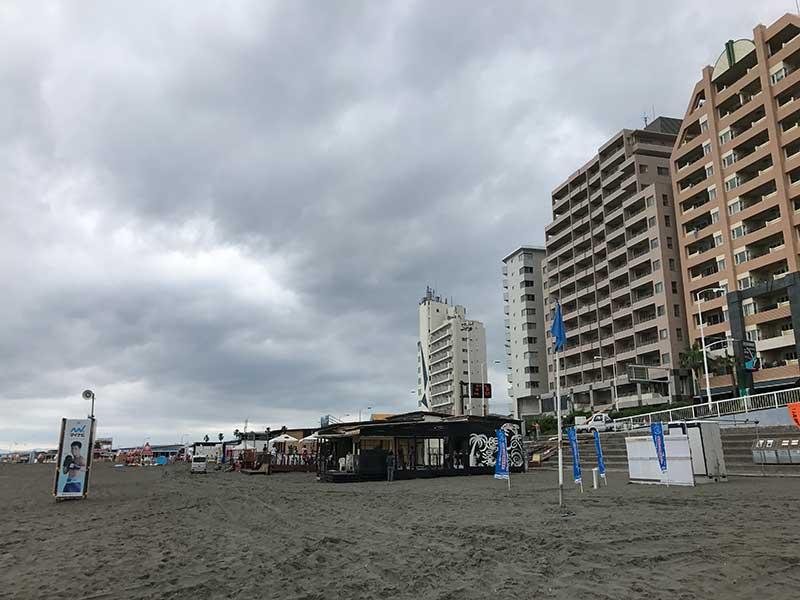 ガラーンとした片瀬海岸東浜