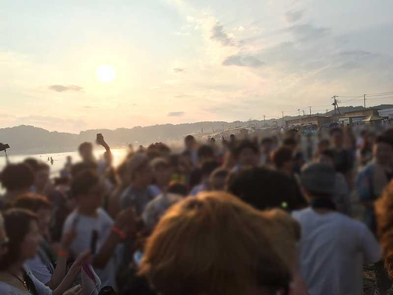 由比ヶ浜は音楽イベントも盛んで若者多いしね