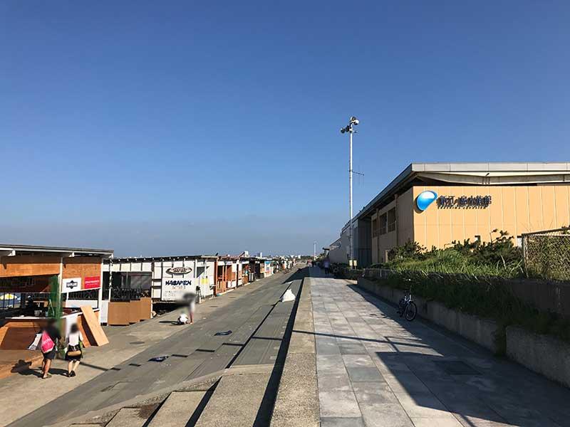 西浜は新江ノ島水族館の裏側です