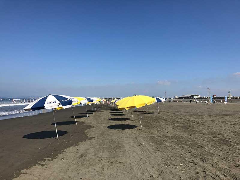 広々とした鵠沼海岸ビーチ