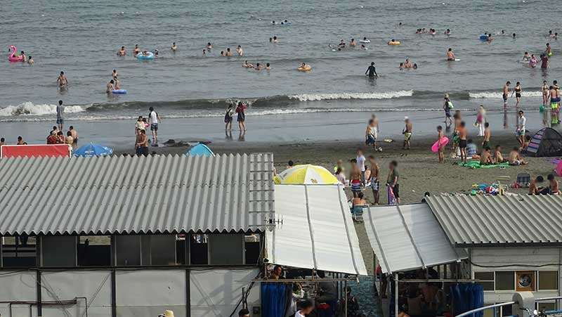 7月3連休の江ノ島東浜の様子