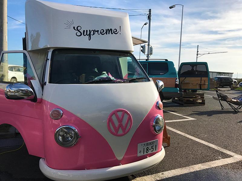 かわいいいピンクの車体