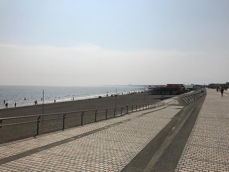 海沿いに続く道