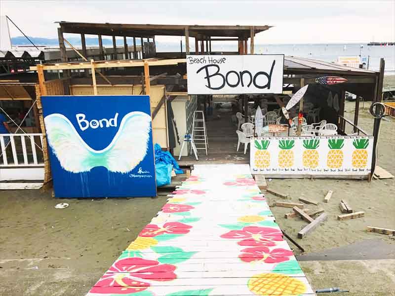 東浜海の家「Bond」のトロピカルな天使の羽