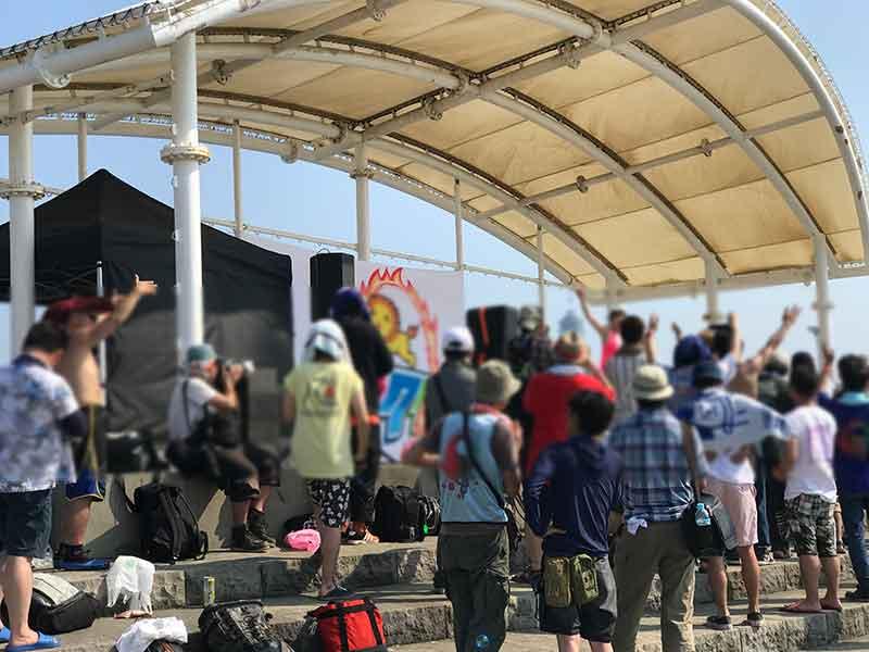 江ノ島西浜で行われたアイドルイベント