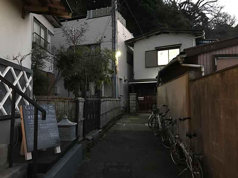 ひっそりした地元の住宅エリア