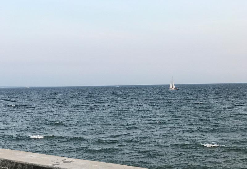 こんな感じで海上の舟からドローンを飛ばしたら?
