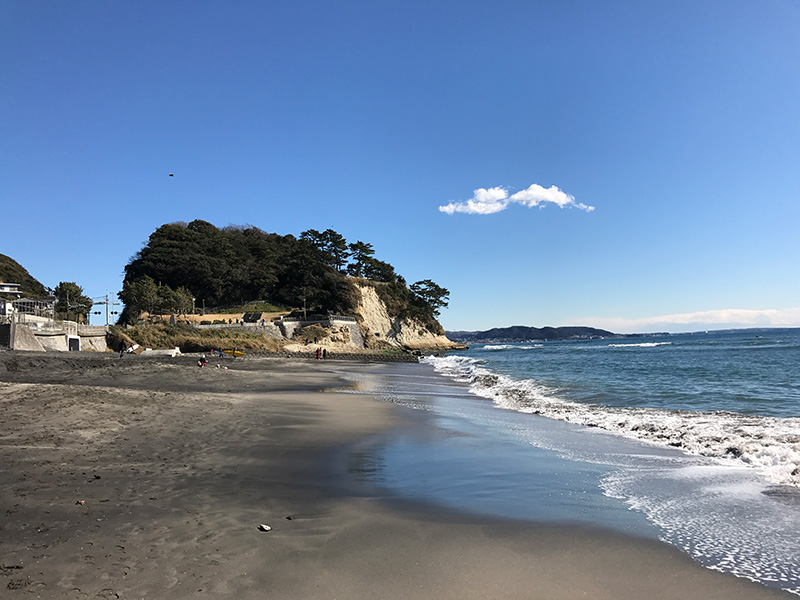 海岸線に突き出た稲村ヶ崎公園