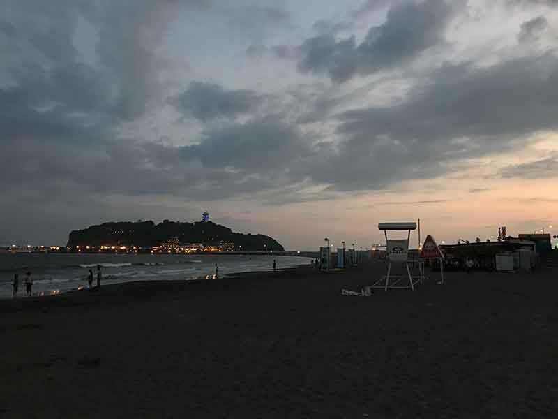 腰越海岸の夜