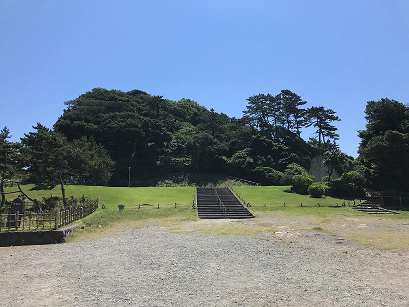 園内は小高い丘になっています