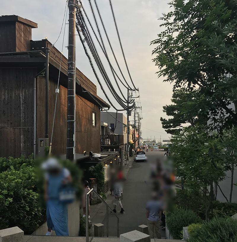 人気の江ノ島小屋はお盆休み夕食時は行列1時間待ち