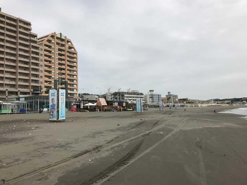 静かな秋の江ノ島東浜