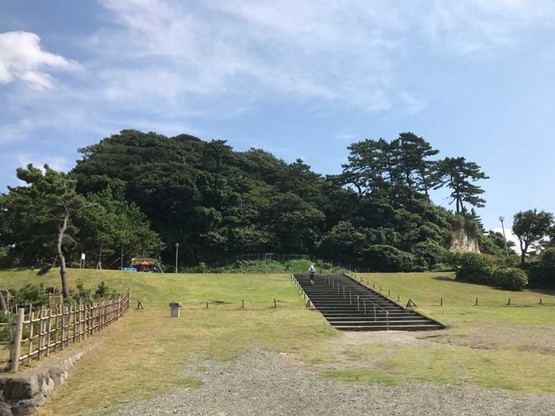 小高い丘にある稲村ヶ崎公園