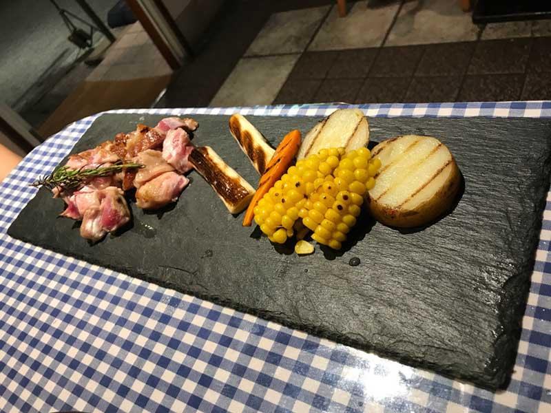 ラム肉と野菜の鉄板焼き