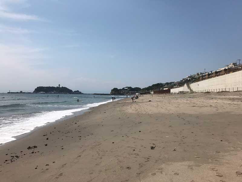 振り返ると江ノ島