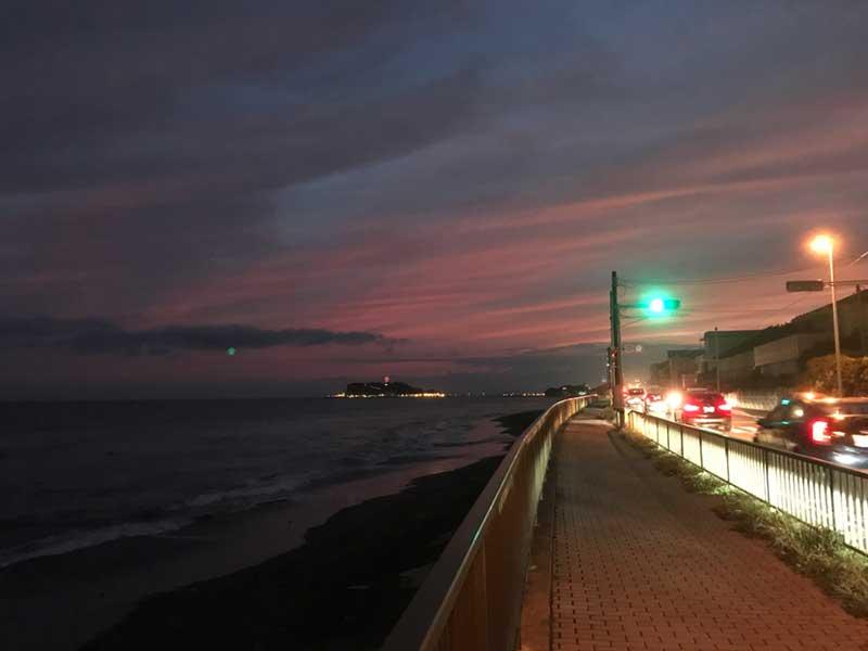 夕暮れ時の稲村ヶ崎