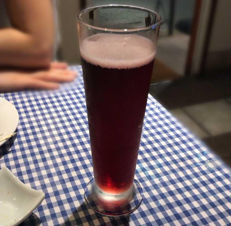 赤ワインに炭酸を入れて