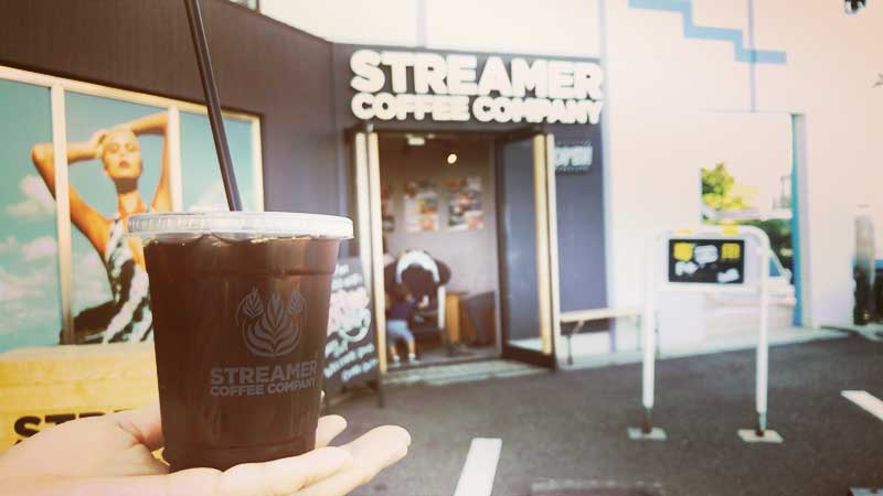 片瀬西浜の入口にあるSTREAMER COFFEE