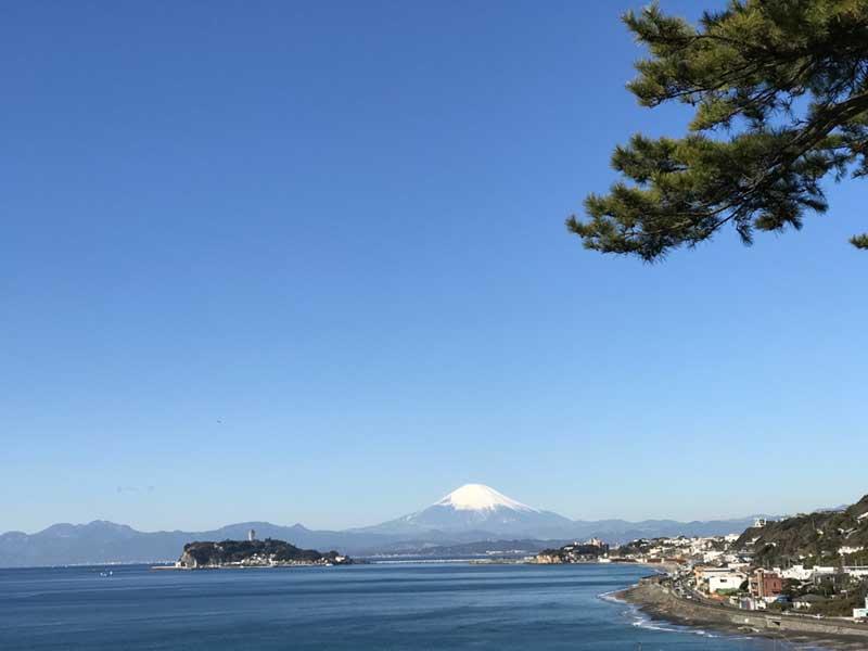 冬の晴れた日は富士山と江ノ島がこんなにくっきり!