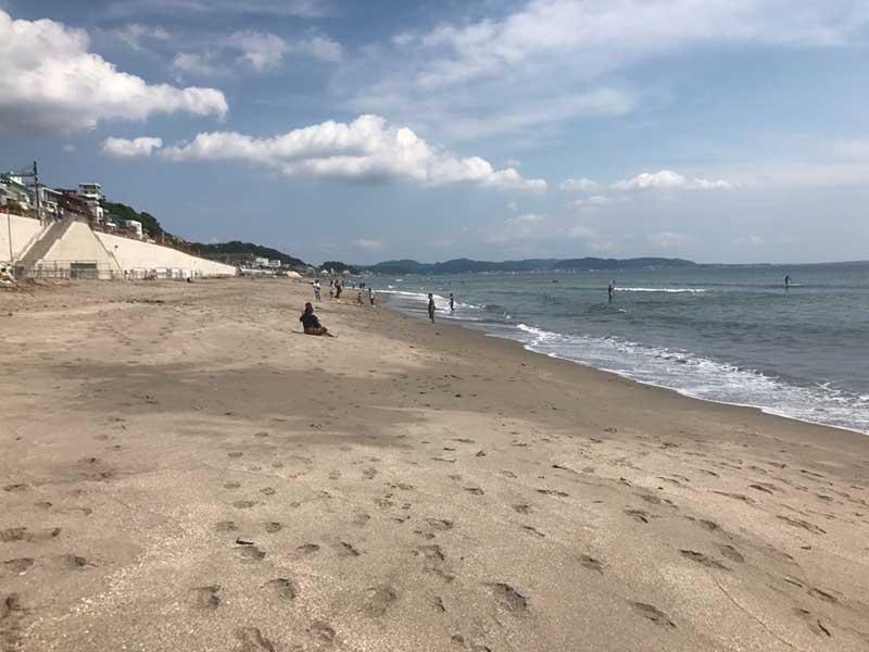 鎌倉高校前から砂浜に降りるとこんなに空いています