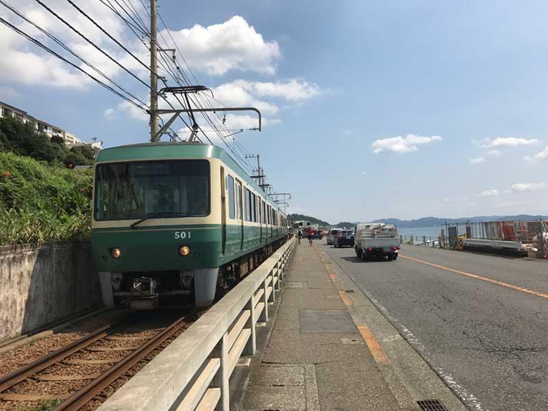 江ノ電と海に挟まれた最高の道