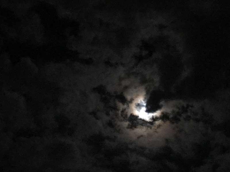まだちょっと雲に隠れています